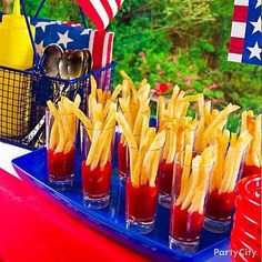 Hosting a big crowd for the 4th of July? Check out these tips for party ideas, recipes and decorations!