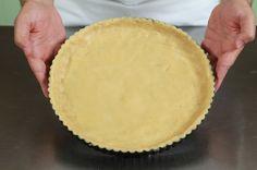 Όλεςοιβασικέςζύμεςσεέναάρθρο!      Ζύμη σφολιάτα (κλασική συνταγή)      Υλικά    400 γρ. αλεύρι  7,5 γρ. ψιλό αλάτι  250 ml παγωμένο νερό  1 κ.σ. χυμός λεμονιού  400 γρ. βούτυρο πολύ καλής ποιότητας    Παρασκευή  Δουλεύετε το βούτυρο με μια σπάτουλα και το πλάθετε σε σχήμα ορθογώνιο (8 x 12 x Greek Recipes, New Recipes, Cake Recipes, Cooking Recipes, Bread Dough Recipe, Cheese Pies, Greek Dishes, Bread And Pastries, Nutella