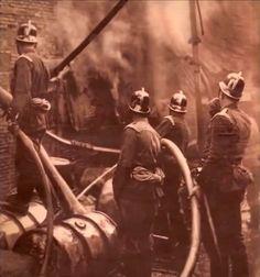 1933 Fuego de grandes proporciones en una fábrica de alquitrán en el paseo de las Acacias. Aunque quedó destruido un pabellón entero, el incendio pudo tener consecuencias mucho más importantes por la gran cantidad de materias inflamables almacenadas. La proximidad al lugar del siniestro de la Fábrica del Gas, dio lugar a alarmantes temores.