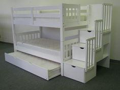 hochbett mit treppe im kinderzimmer