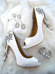 Wedding Shoes // Bridal Shoes // White high heels // Bridal Accessories for the winter bride. The newest jeweled shoes from Badgley Mischka wedding shoes, Erin Cole couture bridal jewelry and of course a faux fur to chase away the chill. Winter Wedding Shoes, Winter Bride, Winter Shoes, Summer Wedding, Trendy Wedding, 2017 Wedding, Wedding White, Fall Shoes, Summer Shoes