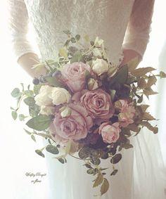 *エクリュローズのクラッチブーケ 受注製作*~結婚式後も飾れるブーケ~iri flores(イリフローレス)の商品をご覧いただきありがとうございます。◇横約25cm(葉の外周) 縦約30cm◇ブートニアをサービスでお付けします♪◇アンティークカラーの色合...