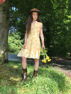 Your place to buy and sell all things handmade Easy Wear, Summer Wardrobe, Dress For You, Hemline, Vintage Dresses, All Things, Florals, Looks Great, Etsy Shop