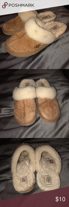 Ugg Slippers Pretty worn but still have a lot of life left in them, some staining on top, price reflects these details UGG Shoes Moccasins