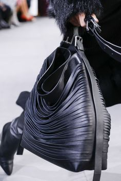 Michael Kors OFF!>> Michael Kors Collection Autumn/Winter 2017 Ready to Wear Fashion Bags, Runway Fashion, Fashion Models, Fashion Show, Womens Fashion, Fashion Trends, Couture Fashion, Fashion Outfits, Fashion Designers