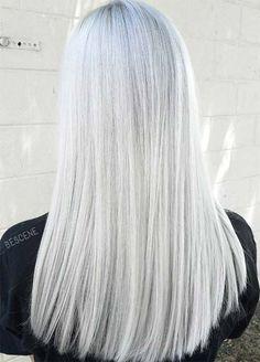 Cabelo branco comprido.