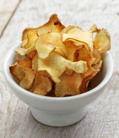 Que tal uma opção saudável para substituir a batata frita? Esse chips de batata inglesa de forno é super crocante e uma delícia!
