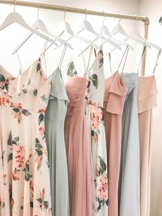 Jenny Yoo Bridesmaids, Mismatched Long Luxe Chiffon, Tulle and Crepe, all shown . - Jenny Yoo x Bridal Musings - Hochzeitskleid Printed Bridesmaid Dresses, Mismatched Bridesmaid Dresses, Bridesmaids And Groomsmen, Wedding Bridesmaid Dresses, Bridesmaid Outfit, Floral Bridesmaids, Wedding Bouquets, Bridal Musings, Chiffon