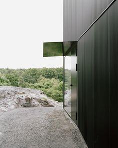 BEELDSTEIL.com Architecture | Black House Tumle #architecture #sweden #johannesnorlander #black #white