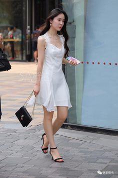 beauty lady Beautiful Young Lady, Beautiful Asian Women, Beautiful Legs, Japanese Fashion, Korean Fashion, Girl Fashion, Fashion Outfits, Womens Fashion, Iconic Dresses