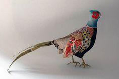 Красочные скульптуры птиц в стиле пэчворк
