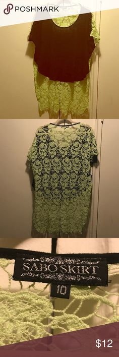 Sabo Skirt Crop Tee with lace Amazing crop tee size 10 fits like a size medium only worn once beautiful green lace back Sabo Skirt Tops