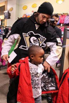 Kris Letang helps a kid bundle up at Dick's Sporting Goods.