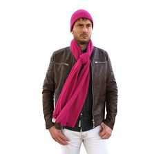 Mens Cashmere Scarf, Cashmere Wrap, Beanie Outfit, Business Outfits, Italian Fashion, Casual Outfits, Turtle Neck, Stylish, Blanket Shawl