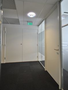Lette dører Dette er våre rimeligste dører. De gjør jobben som skille mellom to rom, og brukes dersom det ikke stilles spesielle krav. Dørblad på M9x21 veier ca. 12kg.