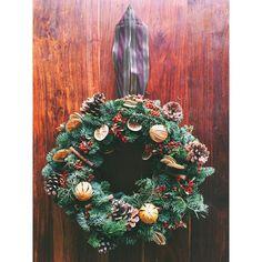 Christmas Wreath #1  #christmaswreath #christmas #christmasfair #decoration #noel #festive #frenchriviera #frenchrivieramarket #maison #traditional #azurflowers #christmasdecorations