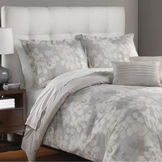 The Martex Temperly Comforter Set adds an air of luxury to any bedroom. Featuring an enchanting tossed leaf pattern in subtle grey tones, this set would be a lavish addition for a classic modern look.
