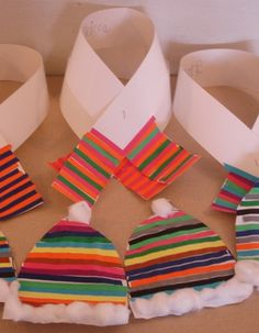 Patronen om en om laten knutselen. Warme muts en sjaal! (bijv. rood, geel, groen, rood, geel, groen)