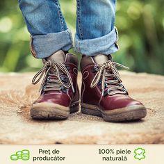 Pentru ca zilele racoroase se apropie, venim in intampinarea ta cu un model clasic, dar in acelasi timp elegant in care copilul tau se va simti foarte comod. Talpa usoara, flexibila si putin inalta il va feri de umezeala si ii va da un plus de confort piciorului. Bean Boots, Ll Bean, Model, Shoes, Fashion, Moda, Zapatos, Shoes Outlet