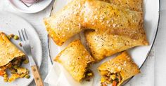 Beef and vegetable curry hand pies main image Yummy Snacks, Yummy Food, Yummy Yummy, Tacos, Creamed Potatoes, Bolognese Sauce, Vegetable Curry, Cooking Recipes, Pie Recipes