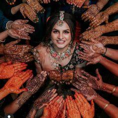 Indian Bride Photography Poses, Indian Bride Poses, Mehendi Photography, Indian Wedding Poses, Indian Bridal Photos, Wedding Couple Poses Photography, Bridal Photography, Indian Wedding Mehndi, Mehndi Brides