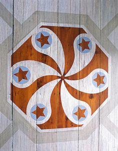 Bilhuber's version of a  Pennsylvania Dutch hex sign.   - HouseBeautiful.com