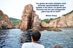 """""""La gent d'èxit sempre està mirant oportunitats per ajudar als altres. La gent que fracassa són els que pregunten: Què hi ha del meu?"""" -Brian Tracy // """"La gente de éxito siempre está mirando oportunidades para ayudar a los otros. La gente que fracasa son los que preguntan: ¿Que hay de lo mío?"""" -Brian Tracy"""