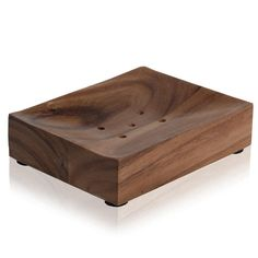 This soap dish from Moeve is part of the Natural Wood range of bathroom accessories, hand-made from acacia wood by craftsmen in Thailand. Acacia is particularly resistant to water and moisture, in add Bathroom Soap Dispenser, Soap Dispensers, Fine Woodworking, Woodworking Projects, Wood Soap Dish, Soap Dishes, Wood Shop Projects, Luxury Soap, Into The Woods