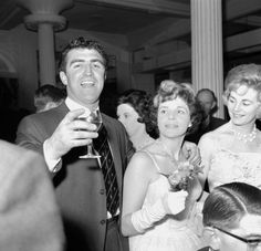 Bobby Smith, FA Cup celebrations, 1961