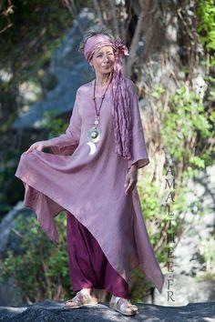 Tunique déstructurée en voile de lin bois de rose portée sur notre sarouel jupe en lin cassis.-:- AMALTHEE CREATIONS-:- n° 3505