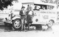 Aprendiendo ha conducir en vehículo de la época , Avenida de Anaga , Santa Cruz de Tenerife. Año 1952.