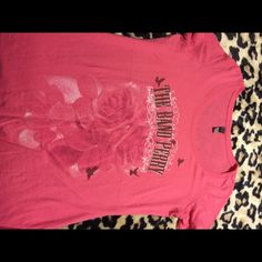 Beautiful shirt Used but in very good condition Tops Tees - Short Sleeve