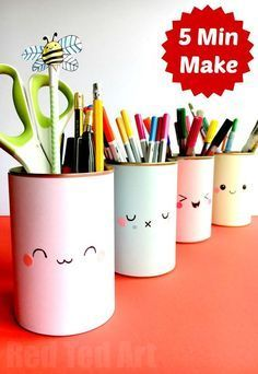 These Tin Can Pen Pots are super duper quick and easy to make. A great way to get your desk organised for back to school. We love cheap and easy school supplies diys. Hope you like this OH SO EASY Cute Pencil Holder DIY too! Pencil Holders For Desk, Pen Holder Diy, Tin Can Crafts, Easy Crafts For Kids, Diy For Kids, Diy School Supplies For Teens Tumblr, Cute School Supplies, Kawaii Crafts, Kawaii Diy