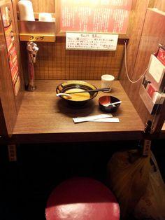 一蘭ラーメン Ichiran ramen -  ラーメンに集中して食べれるように、周りが見えない環境になっています。  The restaurant has dividers between seats so customers can focus on their food