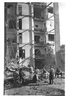 Bombardeos aeronavales de Valencia y poblados marítimos (entre 1936 y 1939) - Finezas Alicante, Once Upon A Time, Civilization, Spanish, War, Painting, Vintage, Black White, Community