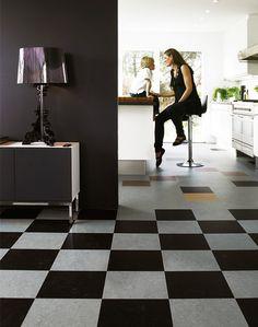 Linoleumgolvet Marmoleum Click från Forbo Flooring kostar 439 kr/kvm för storleken 30×30 (helt kvadratiska plattor). Formatet 90×30 (rektang...