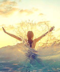 Reminds me of how Sandi loves to play in the surf! Summer Of Love, Summer Fun, Summer Beach, Summer Goals, Enjoy Summer, Happy Summer, Summer 2014, Jolie Photo, Beach Bum