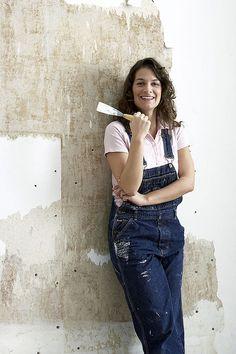 Wände grundieren und vorbereiten  Nur auf einer ebenmäßigen, sauberen Wand finden Tapeten, Fliesen oder Paneele optimalen Halt. Gerade bei unstrukturierten Prägetapeten entscheidet ein gleichmäßiger Untergrund mit über den optischen Gesamteindruck. Wir zeigen Dir wie´s geht!