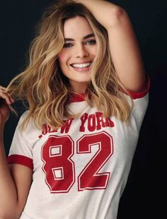 margot robbie, harley quinn, and suicide squad resmi Margo Robbie, Margot Elise Robbie, Margot Robbie Harley Quinn, Margot Robbie Pictures, Margot Robbie Style, Atriz Margot Robbie, Actress Margot Robbie, Blonde Makeup, Beautiful Celebrities