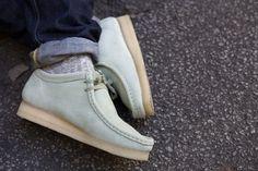 clarks originals x oi polloi wallabees Mens Fashion Shoes, Man Fashion, Bright Shoes, Groom Shoes, Sneaker Boutique, Casual Trainers, Clarks Originals, Mens Attire, Purple Fashion