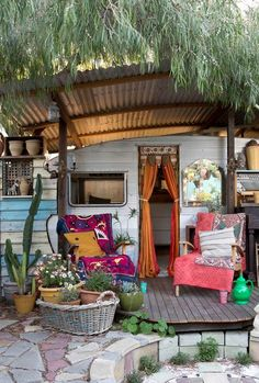 Dreams of a boho summer as a countdown to spring - trailer porch