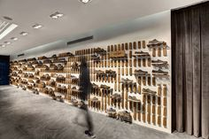 Completed in 2015 in Beşiktaş, Turkey. Images by Safak Emrence. The space is based within the headquarters of an international shoe brand's distributor company in Turkey and casual shoes are exhibited in this...
