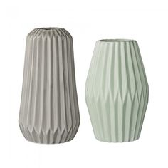 BLOOMINGVILLE Ceramic Vase --- Scandinavian design vase for the modern home by Bloomingville. Ceramic Vase to your favourite flowers or use it as a decorative element in your home. Colour: Mint/GreySize: Ø10 x H 18 cm