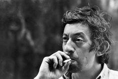 Serge Gainsbourg (Photo by Giancarlo Botti). Immense artiste parti le 2 mars 1991 à l' âge de 62ans. Ses chansons font partie du patrimoine français...  «La Javanaise», 1963. «Je t'aime… moi non plus», «Comic Strip», 1967. «Bonnie & Clyde», 1968. «Je suis venu te dire que je m'en vais», 1973....