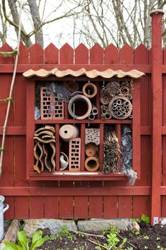 Bee hotel and other bugs too! Bug Hotel, Amazing Gardens, Beautiful Gardens, Garden Weeds, Garden Signs, Amai, Colorful Garden, Backyard Projects, Beautiful Bugs