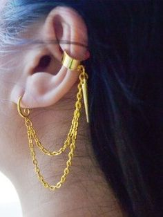 Gold cartilage piercing earrings #cartilage #earrings www.loveitsomuch.com