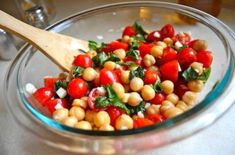 """And mozzarella ? Tomato & Chickpea Salad by Rachel Schultz. SO PRETTY! Not sure how the Man will feel about the chickpeas though. but there is a link to a pasta version. This is exactly what the expression """"you eat first with your eyes"""" means to me! Healthy Salads, Healthy Eating, Healthy Recipes, Easy Recipes, Green Smoothie Cleanse, Smoothies, Dinner Entrees, Chickpea Salad, Cooking Light"""