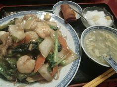 嘉賓(かひん)@新御茶ノ水。味がバラバラな感じがしたのは気のせいかなー。焼きそばはランチで@780円。ちょーボリューミー。