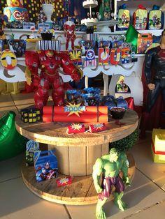 Festa menino. Avengers. Super-heróis. Dinamite de rolo de papel