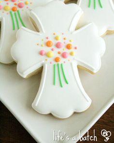 Beautiful Easter Cross cookies via Life's A Batch. Cross Cookies, Fancy Cookies, Holiday Cookies, Cupcake Cookies, Christening Cookies, Iced Sugar Cookies, Easter Cross, Easter Cookies, Cookie Decorating